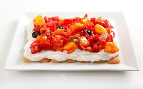 Preparazione Tiramisù con panna e frutta - Fase 5