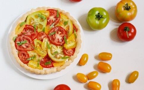 Preparazione Torta salata con pomodori - Fase 3