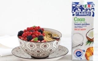 Porridge di quinoa al latte di cocco e frutta