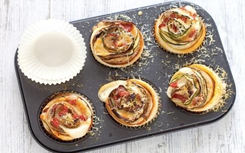 Preparazione Rose di zucchine alla parmigiana - Fase 5