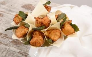 Frittelle di fontina, noci e salvia