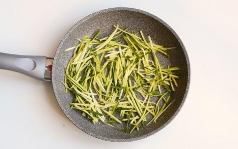 Preparazione Fusilli con zucchine e pancetta - Fase 2