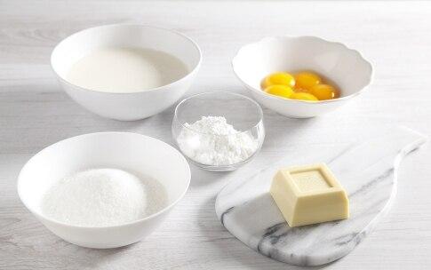 Preparazione Girella al cacao con crema al cioccolato bianco  - Fase 1