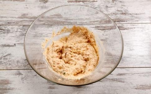 Preparazione Panettone farcito salato con zucca, crema alla trapanese e gamberi - Fase 6