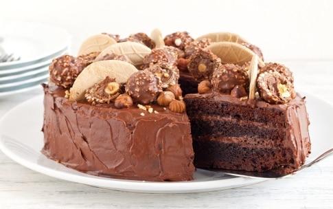Preparazione Torta Ferrero Rocher - Fase 5