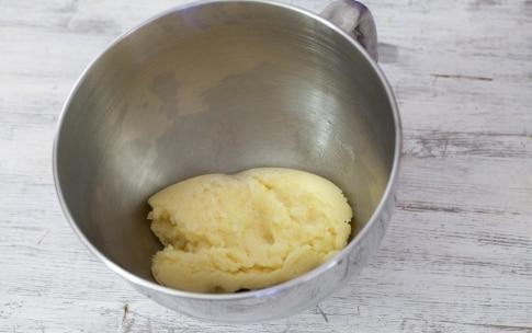 Preparazione Bigné craquelin con crema al mascarpone e caffè - Fase 3