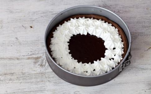 Preparazione Crostata meringata al cioccolato e caramello al burro salato - Fase 8
