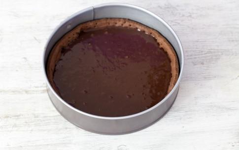 Preparazione Crostata meringata al cioccolato e caramello al burro salato - Fase 6