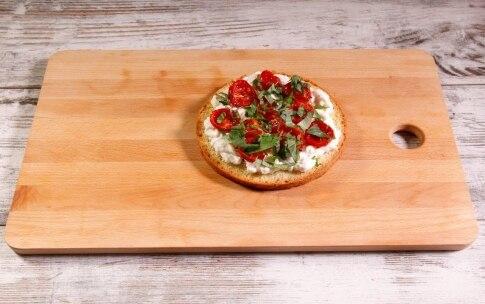 Preparazione Panettone farcito salato con pomodori confit, burrata e alici - Fase 2