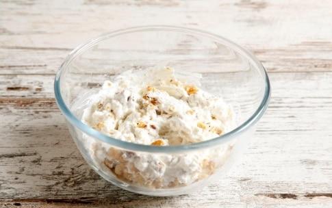 Preparazione Sfogliatelle monoporzione con radicchio, noci, ricotta e miele - Fase 3
