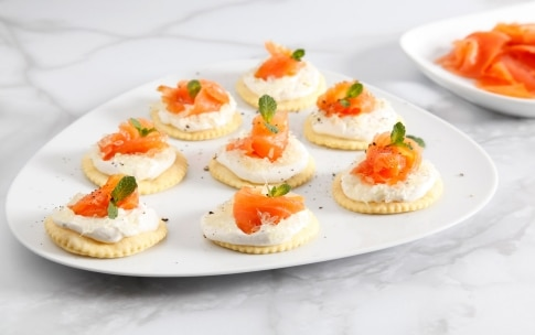 Preparazione Tartine ricotta, salmone e caviale di limone - Fase 5