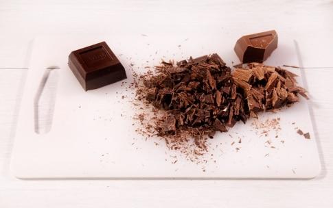 Preparazione Torta alla nocciola glassata con cioccolato al latte - Fase 1