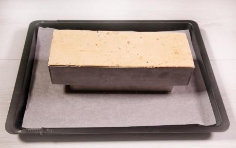 Preparazione Torta alla nocciola glassata con cioccolato al latte - Fase 8
