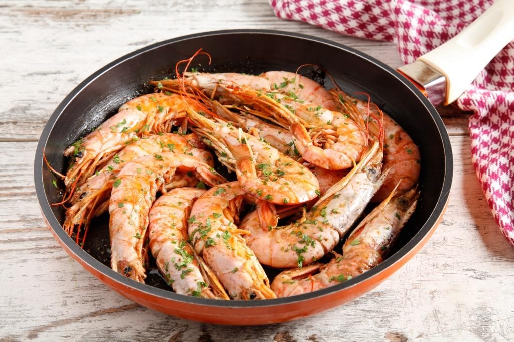 Ricetta gamberoni in padella cucchiaio d 39 argento for Cucinare per 50