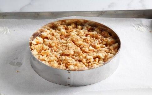 Preparazione Charlotte con meringa e crema pasticciera al cardamomo - Fase 6