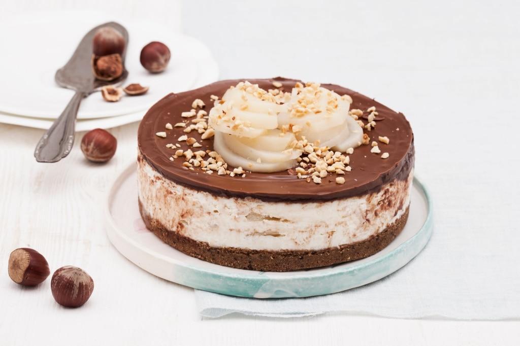 Cheesecake al cioccolato con pere speziate e robiola