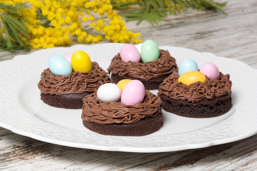Morbidoso con nido di cremoso al cioccolato fondente