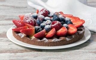 Crostata al cacao e frutti rossi