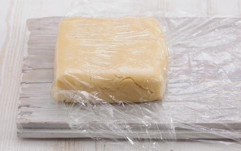 Preparazione Crostatine yogurt, fragole e frutti rossi - Fase 1