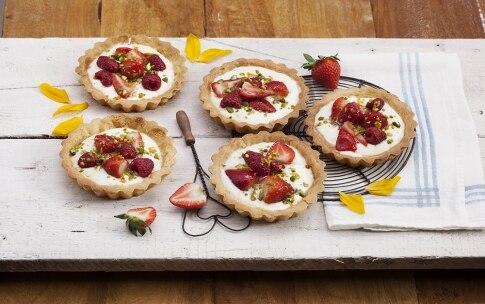 Preparazione Crostatine yogurt, fragole e frutti rossi - Fase 3