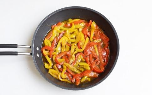 https://statics.cucchiaio.it/content/cucchiaio/it/ricette/2017/05/peperoni-in-padella/jcr:content/procedure-par/recipe_procedures_1370446952/image.img6.jpg/1495441397592.jpg