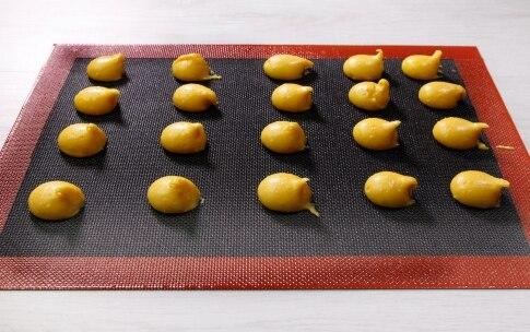Preparazione Profiterole caramello e cioccolato bianco - Fase 2