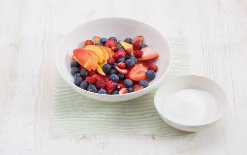 Preparazione Tiramisù di yogurt e frutta - Fase 1