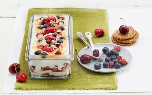 Preparazione Tiramisù di yogurt alla frutta, avena e mandorle - Fase 3