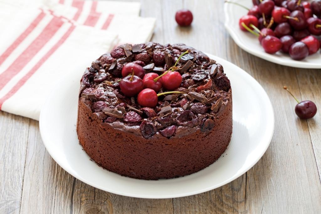 Torta al cioccolato e ciliegie