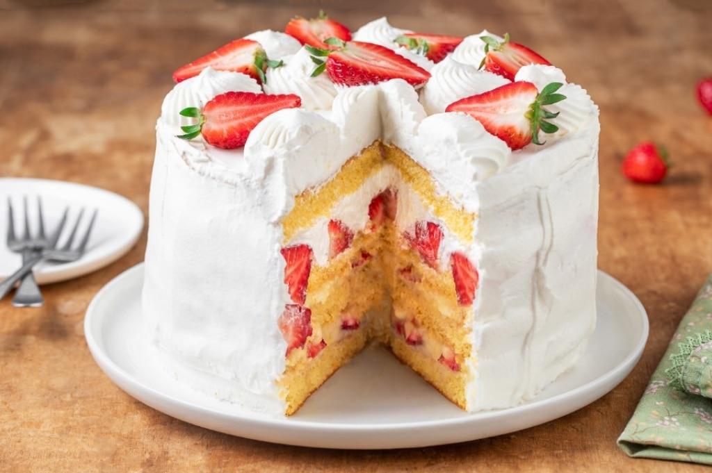 Ricetta torta alla panna fragole e crema cucchiaio d 39 argento - Differenza panna da cucina e panna fresca ...