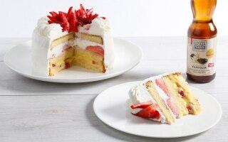 Torta alla panna, fragole e crema