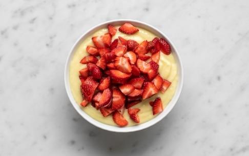 Preparazione Torta alla panna, fragole e crema - Fase 3