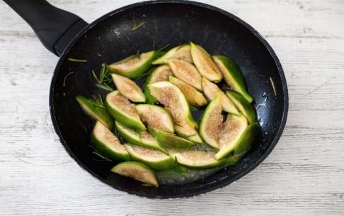 Preparazione Bruschette alla frutta, mozzarella e prosciutto crudo - Fase 2