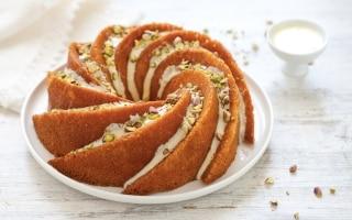 Bundt cake allo zafferano e cioccolato bianco