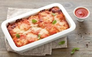 Patate, pomodoro e pancetta al forno