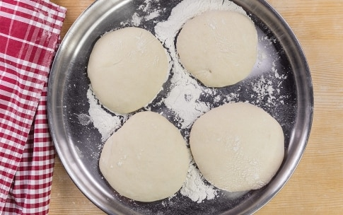 Preparazione Pizza margherita in padella - Fase 3
