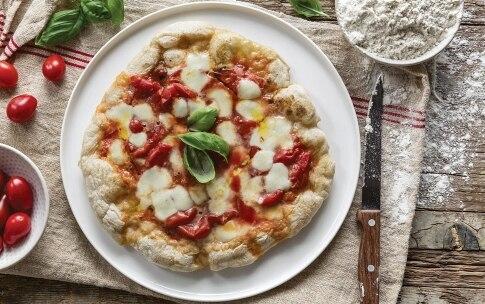 Preparazione Pizza margherita in padella - Fase 5