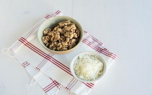 Preparazione Cavatelli con pesto di noci, pecorino e peperone arrostito - Fase 1