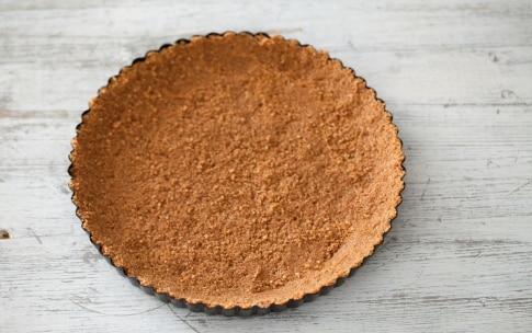Preparazione Crostata senza cottura alle pesche, ricotta e amaretti - Fase 1