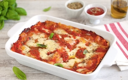 Lasagna di pancarré al pomodoro, mozzarella e basilico