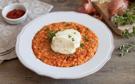 Risotto al pomodoro, mozzarella ed erbette