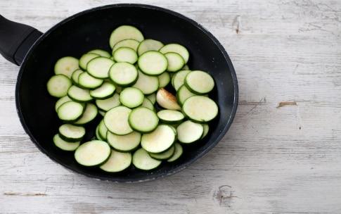 Preparazione Rotolo alle zucchine e prosciutto cotto - Fase 1