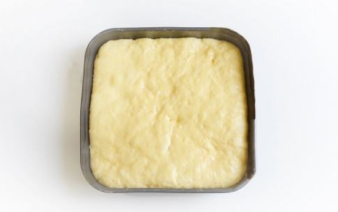 Preparazione Torta con pesche fresche - Fase 2