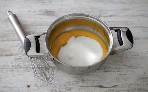 Preparazione Torta fredda ai fichi con salsa di lamponi - Fase 2