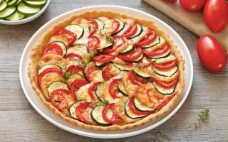 Torta salata di pomodori, zucchine e scamorza