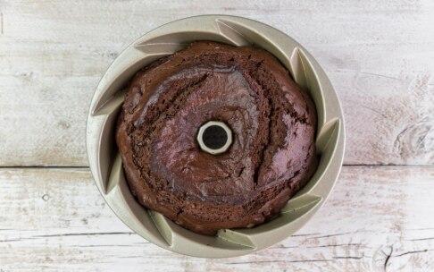 Preparazione Bundt cake al cioccolato e lamponi - Fase 4
