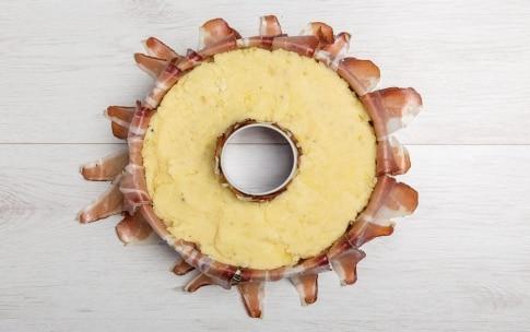 Preparazione Ciambella di speck e patate - Fase 4