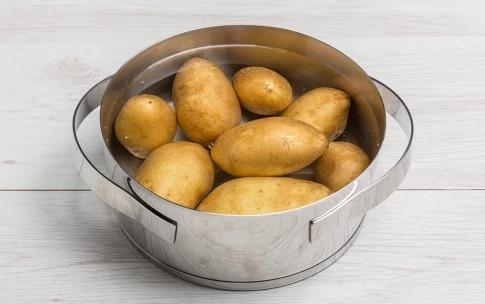 Preparazione Ciambella di speck e patate - Fase 1