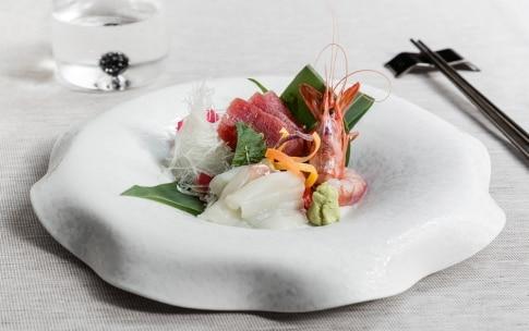 Preparazione Sashimi di tonno, dentice e gamberi - Fase 2