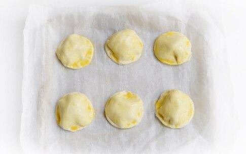 Preparazione Fagottini di pasta brisée con prosciutto e formaggio - Fase 3